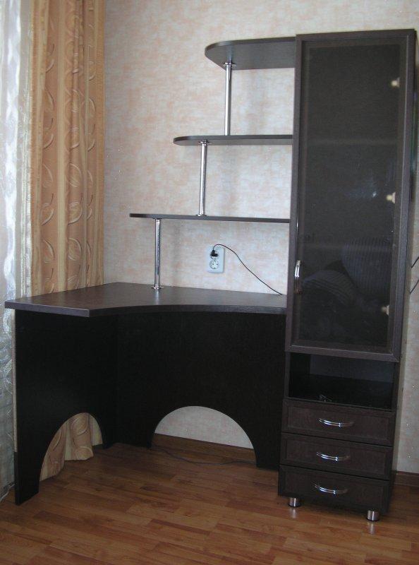 Угловой стол для школьника. uglovoy-stol-dlya-shkolnika